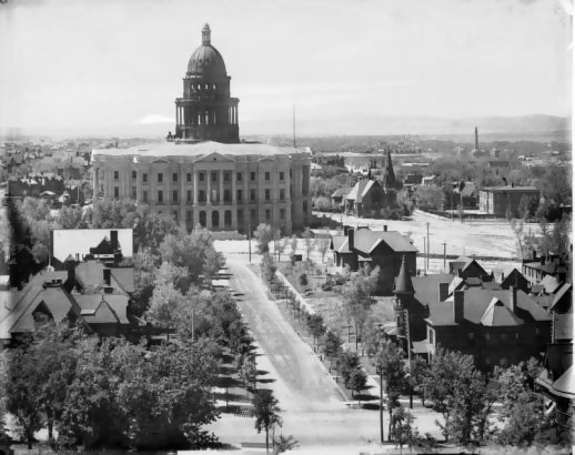 b&w photo of capitol hill